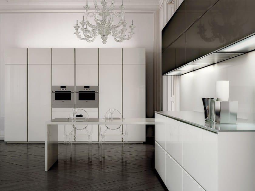 Cucina componibile laccata in legno e vetro conchiglia by scic for Cucine living prezzi
