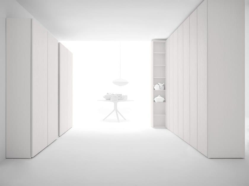 Armadio complanare, apertura a battente e cambio profondità CORE | Armadio con ante complanari by Caccaro