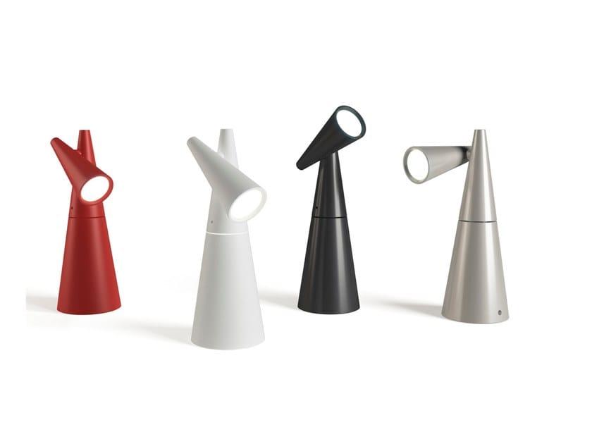 Lampada da tavolo a LED orientabile in alluminio CORNET | Lampada da tavolo by Estiluz