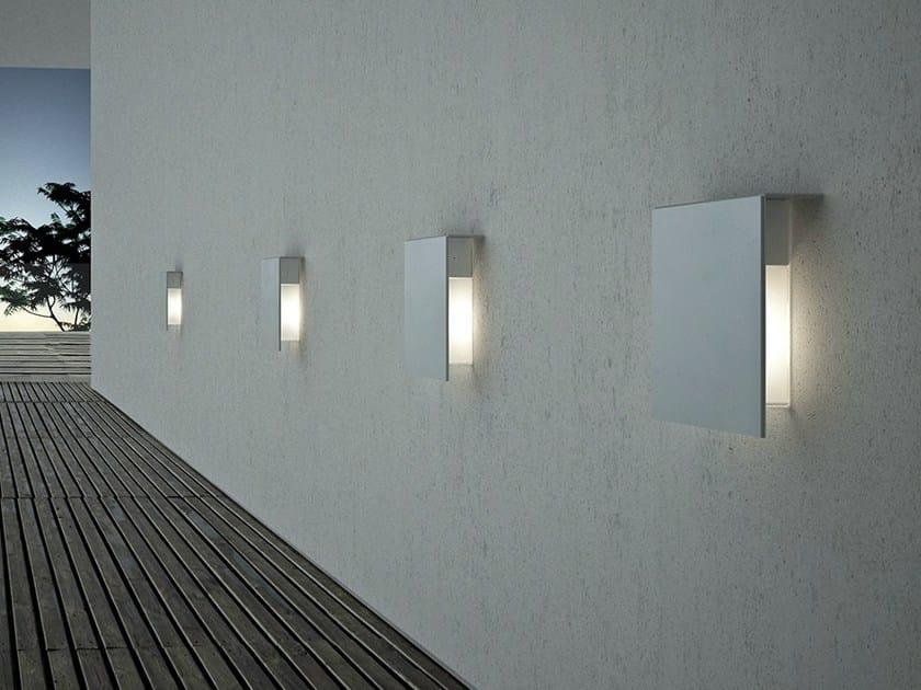 Lampada da parete per esterno in acciaio inox CORRUBEDO | Lampada da parete per esterno by FontanaArte