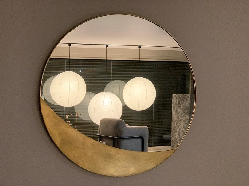 Round wall-mounted mirror CRESCENT by KYOHEI & MIRANDA
