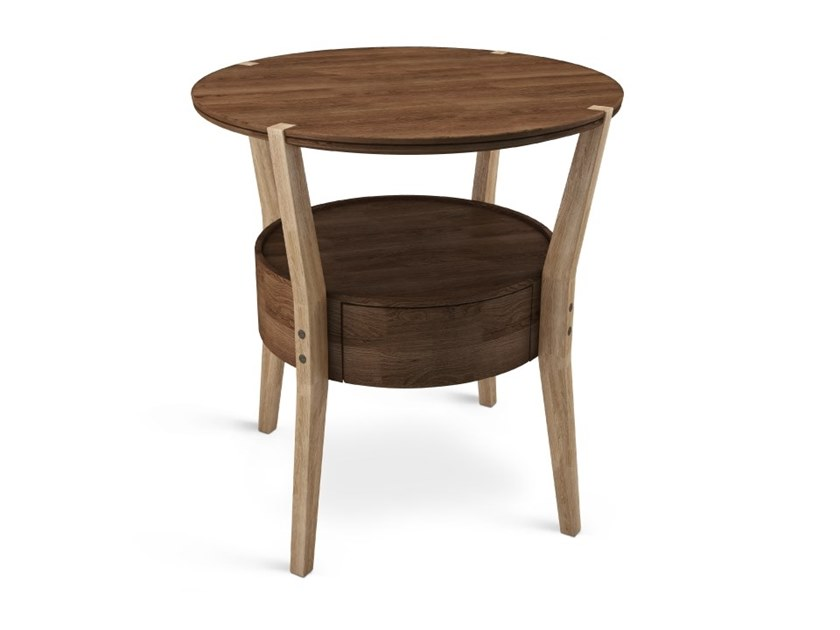 Round wooden coffee table with integrated magazine rack CROMWELL by Wood Tailors Club