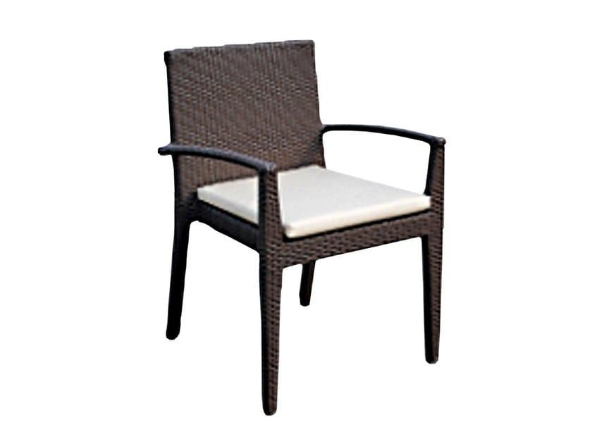 Sedia da giardino con braccioli CUATRO 2382 by SKYLINE design