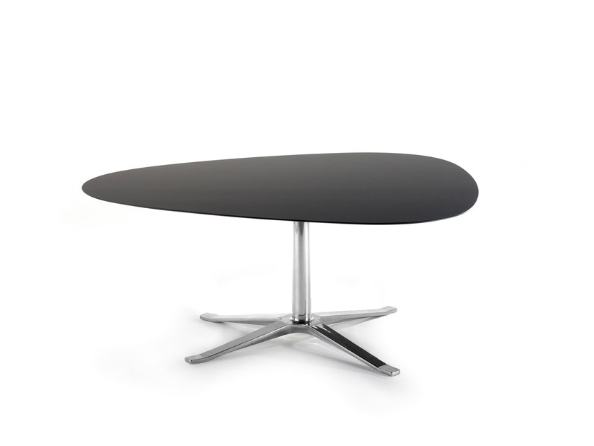 Oval coffee table with 4-star base CUMULUS by Stouby