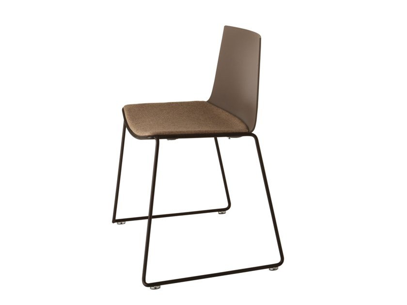 Sled base chair with integrated cushion CUBA 622N by Metalmobil