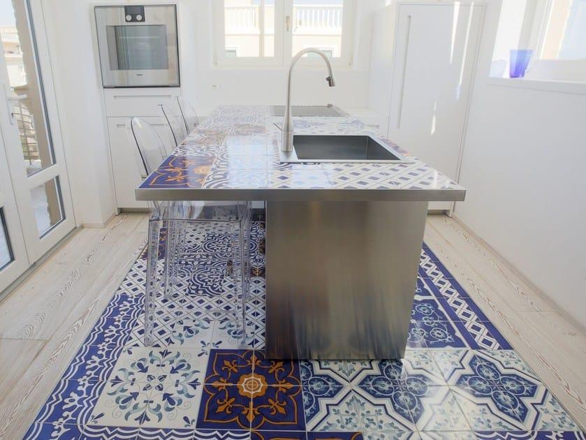 Kitchen with island D90 | Faïence kitchen by TM Italia Cucine