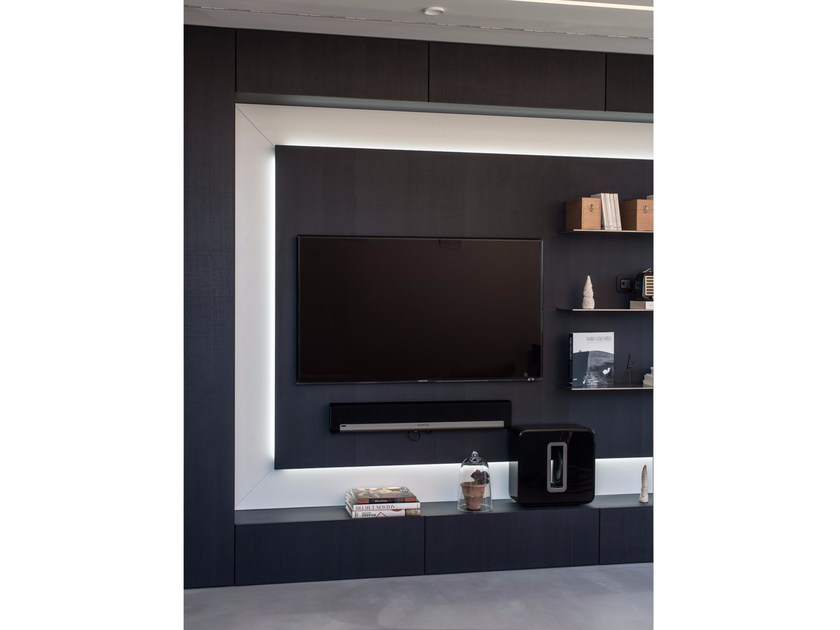Storage wall with integrated lighting D90 / T30 | Storage wall by TM Italia Cucine
