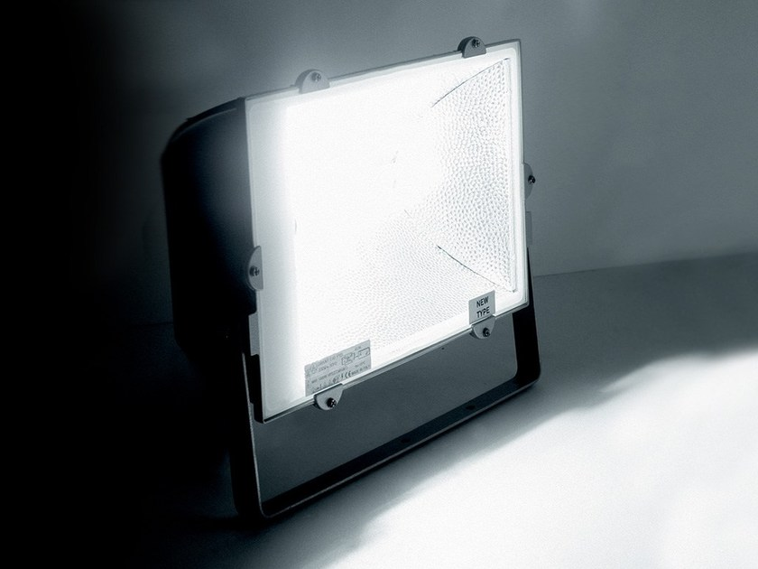 Die cast aluminium Outdoor floodlight DAKAR by LANZINI