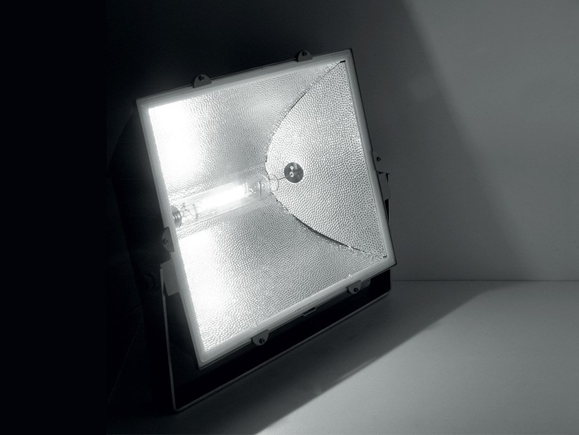 Adjustable die cast aluminium Outdoor floodlight DAYTONA by LANZINI