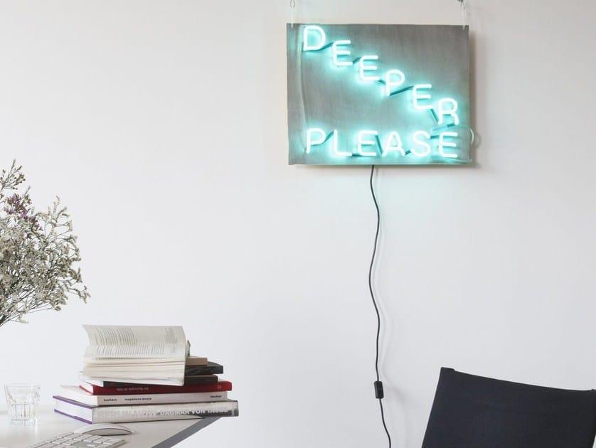 Lettera luminosa da parete al neon DEEPER by sygns