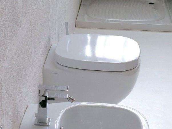 Wall-hung ceramic toilet DIAL by Hidra Ceramica