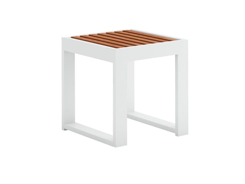 Square garden side table DNA TEAK   Square coffee table by GANDIABLASCO