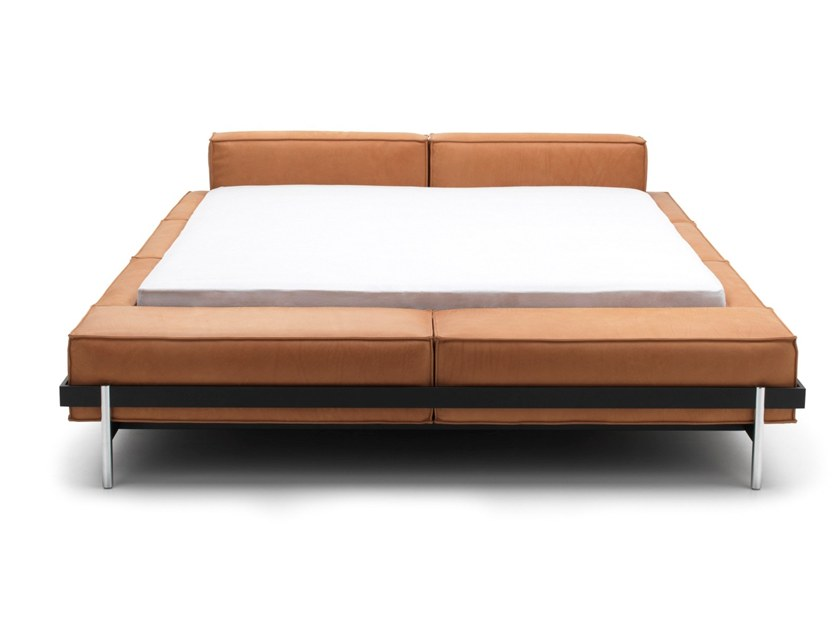 Leather double bed DS-1121 | Bed by de Sede