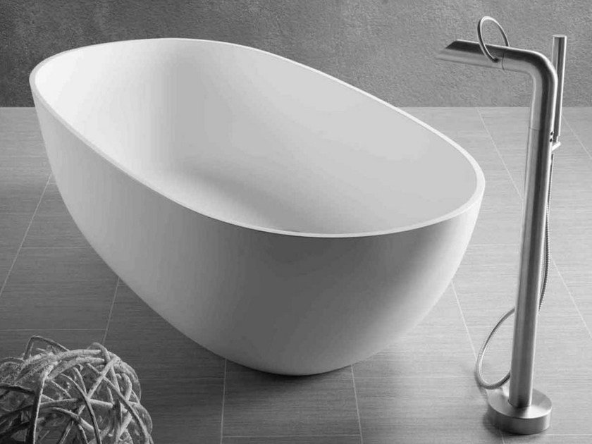 Freestanding oval bathtub DUBAI by JEE-O