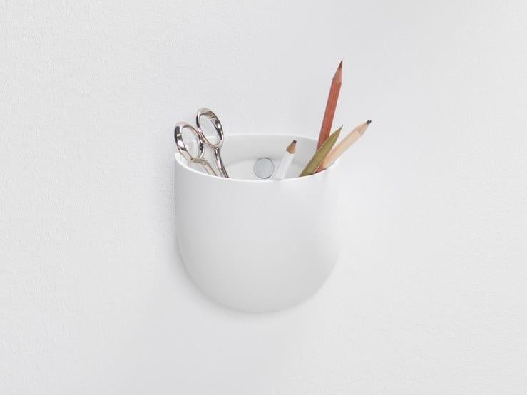 Contenitore / Porta trucchi in porcellana DUCT | Contenitore a muro by valerie_objects
