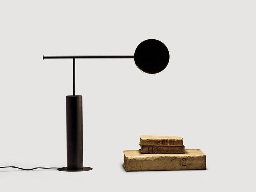 Lampada da tavolo a LED orientabile in metallo in stile moderno DUENDE by da a