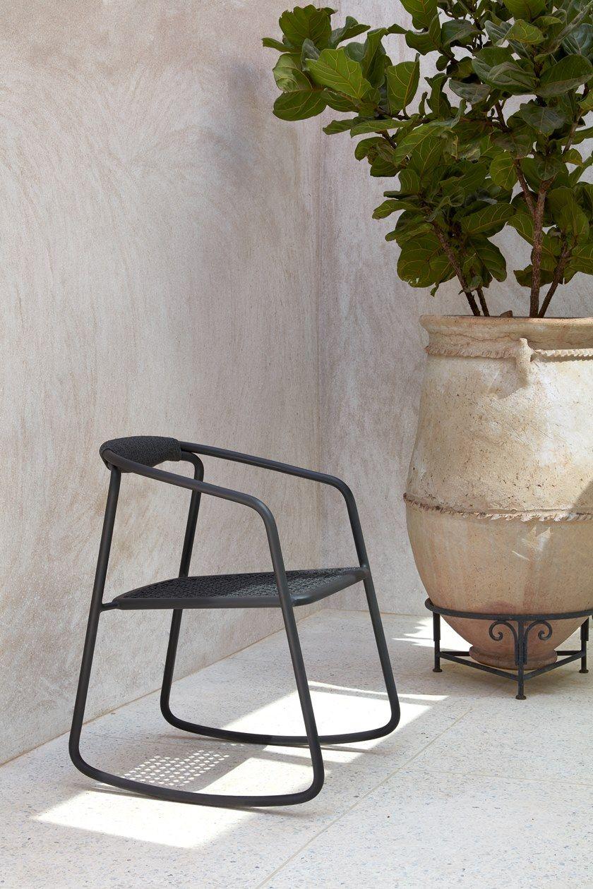 Duo sedia a dondolo collezione duo by manutti design koen van extergem - Sedia a dondolo da giardino ...