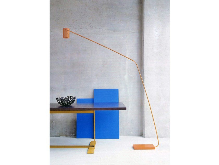 LED powder coated steel floor lamp E.T. by spHaus