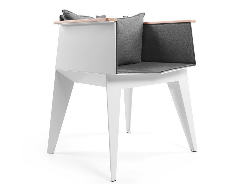 Chair with armrests E3 by ODESD2