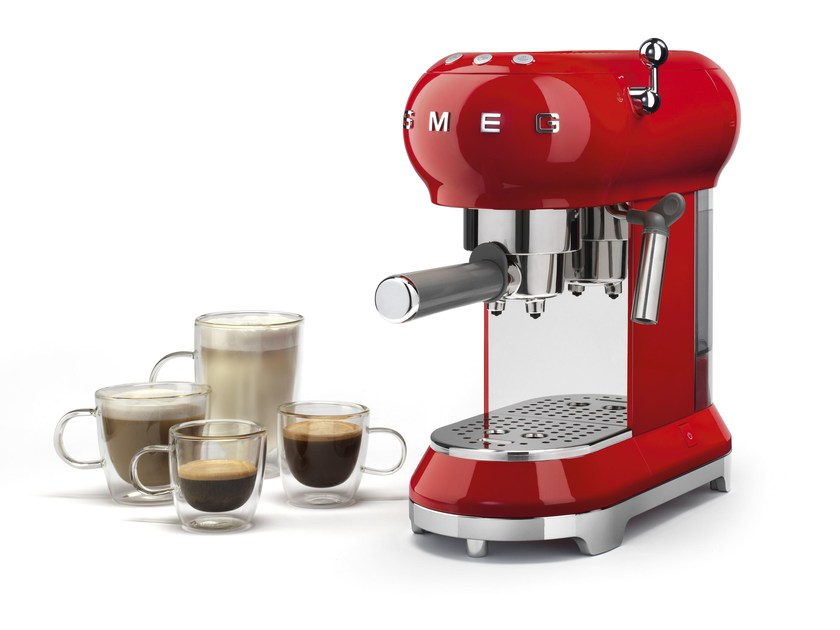 Table top coffee machine ECF01 by Smeg