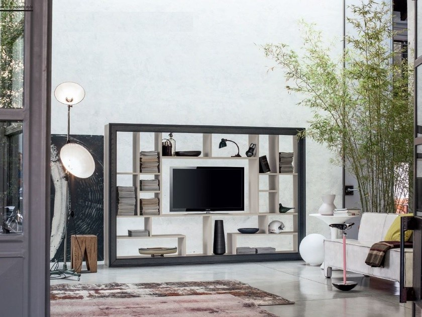 Open freestanding solid wood TV wall system ECLETTICA | Open bookcase by Devina Nais