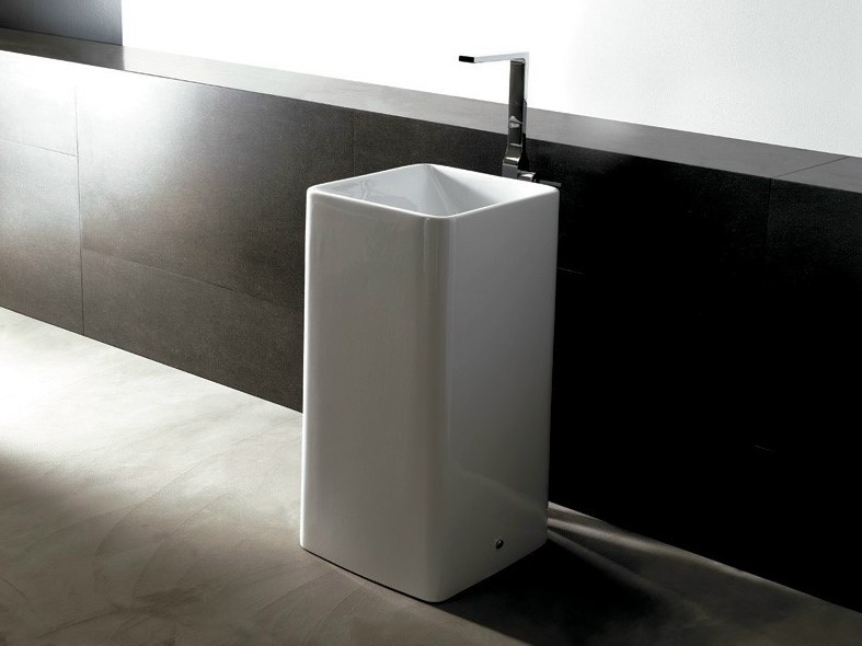 Freestanding ceramic washbasin EDGE FREE   Freestanding washbasin by Alice Ceramica