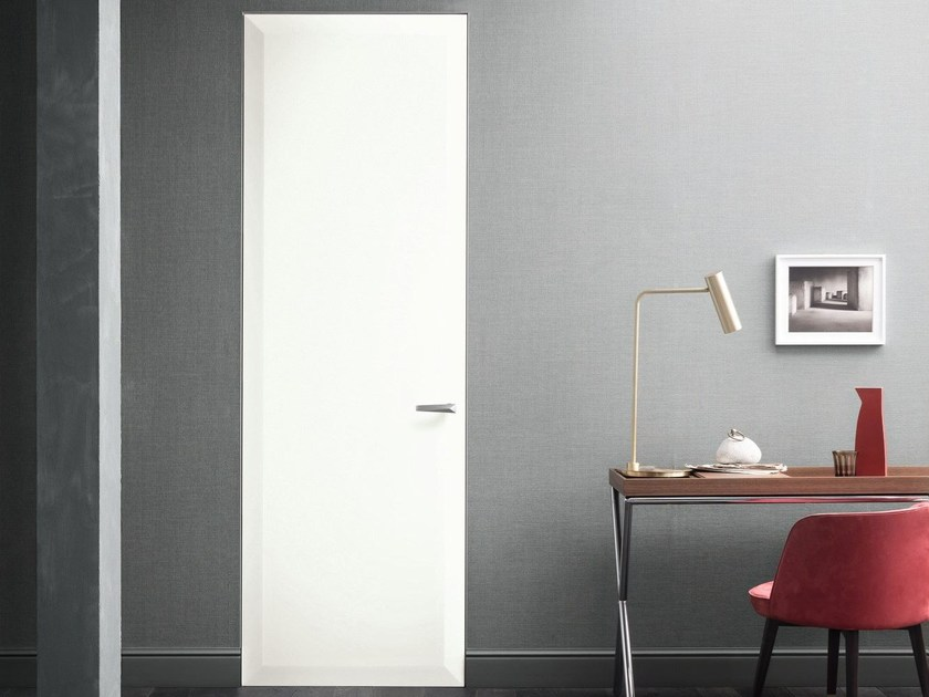 Hinged lacquered door with concealed hinges EDGES by Lualdi