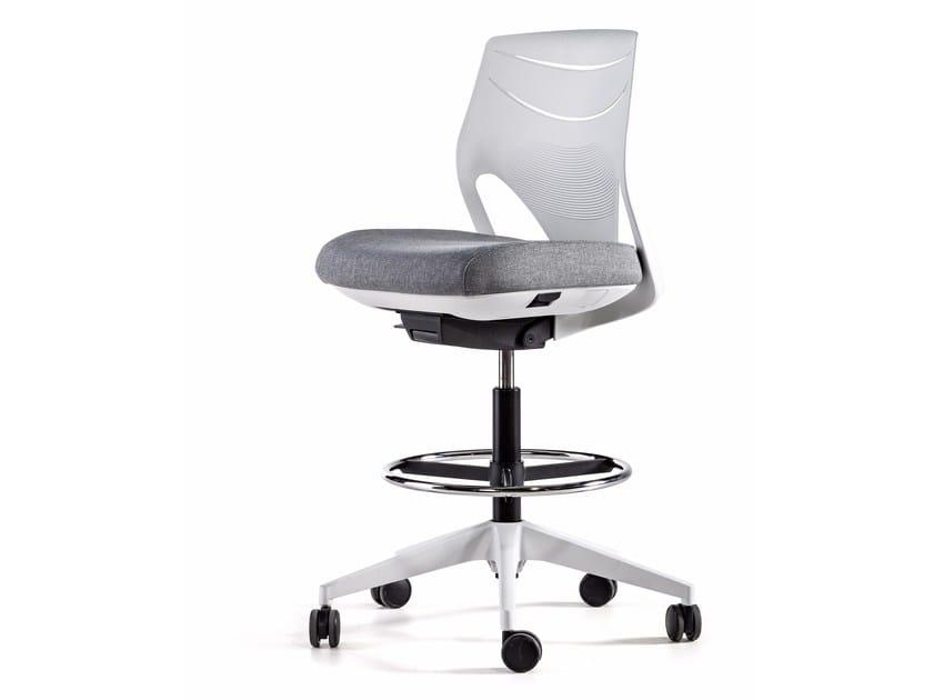 efit chaise dessinateur collection efit by actiu design alegre design. Black Bedroom Furniture Sets. Home Design Ideas