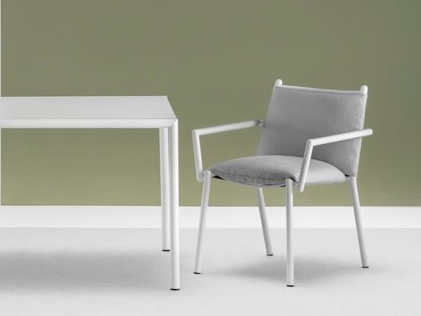 Sedia da giardino imbottita con braccioli ELEVEN | Sedia imbottita by Terraforma