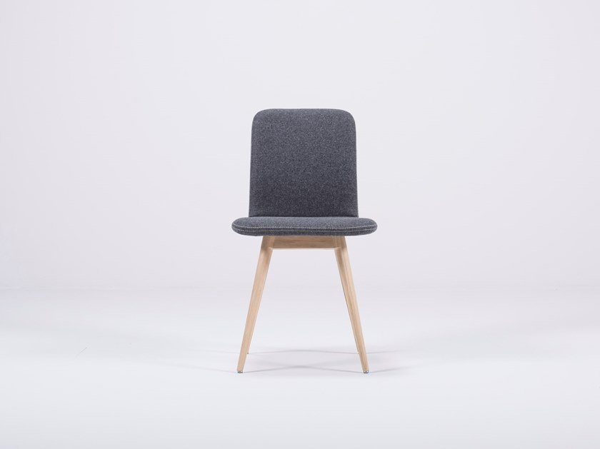 Upholstered felt chair ENA | Felt chair by Gazzda