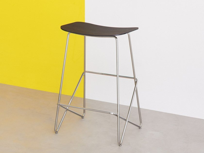 Steel stool with footrest ENDLESS | Stool by Desalto