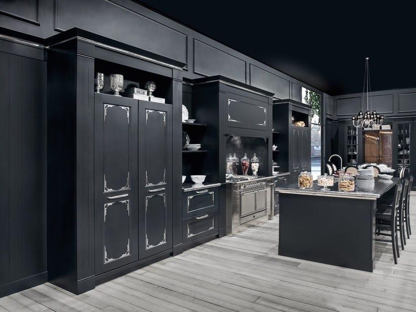 Kitchen with island ENGLISH MOOD LUXURY by Minacciolo