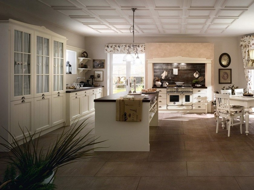 Wooden Fitted Kitchen With Island ENGLISH STYLE By Callesella Arredamenti