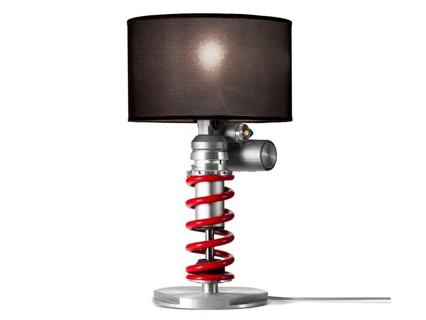 Lampada da tavolo in alluminio anodizzato ESSELLE by Studio ENtwentythree