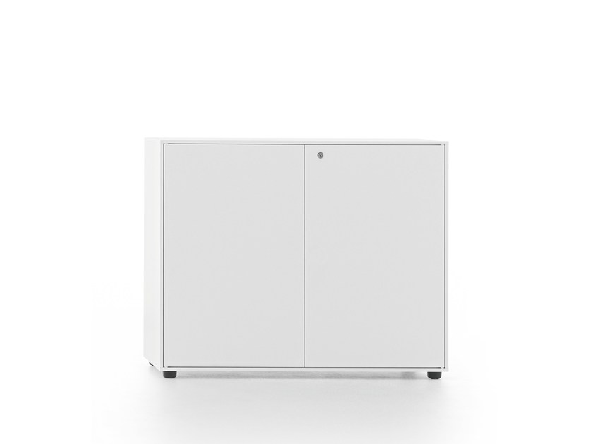 Low metal office storage unit ESSENZA | Office storage unit with lock by Fantin