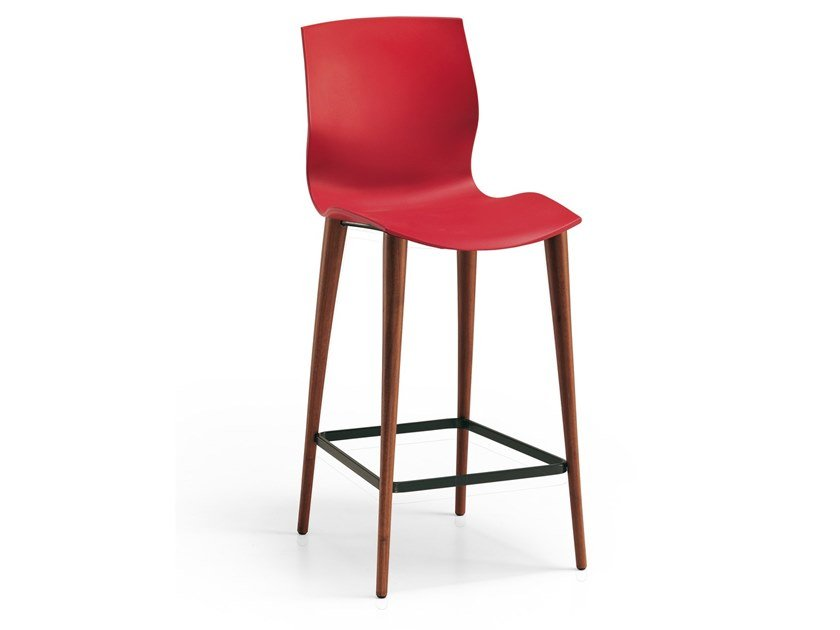Stool with back EVA | Stool by Oliver B.
