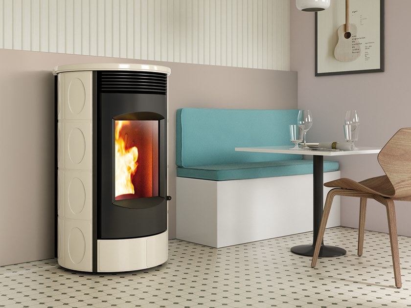 Pellet Class A+ wall-mounted faïence stove EVOCA XW | Pellet stove by CAMINETTI MONTEGRAPPA