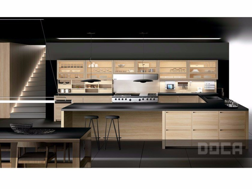 Oak fitted kitchen EVOLUCION ROBLE NATURAL by Doca