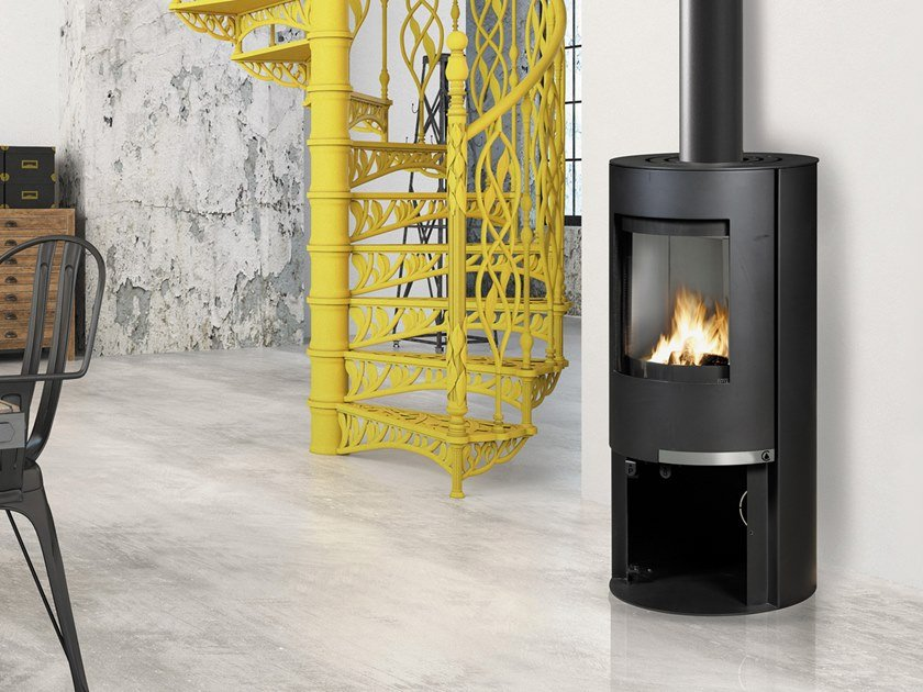 Wood-burning Central Class A steel stove FABIENNE by CAMINETTI MONTEGRAPPA