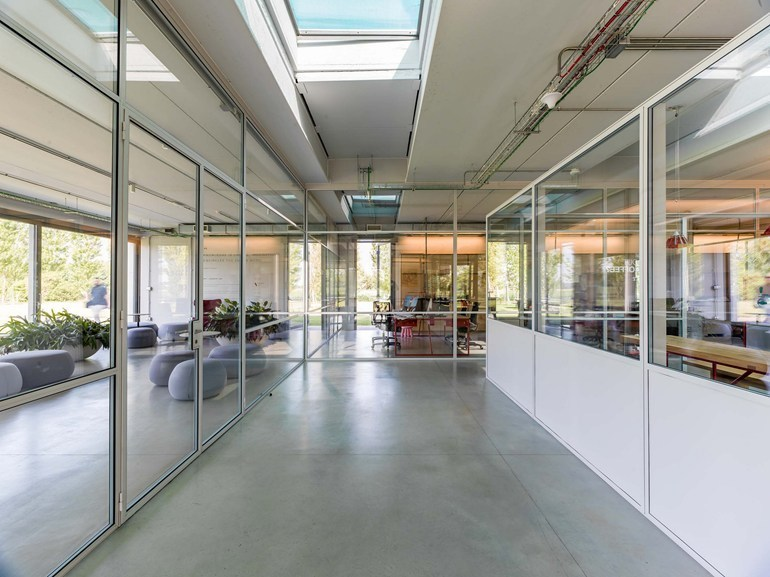 Parete mobile in vetro per ufficio FERROFINESTRA | Parete mobile by Mogs