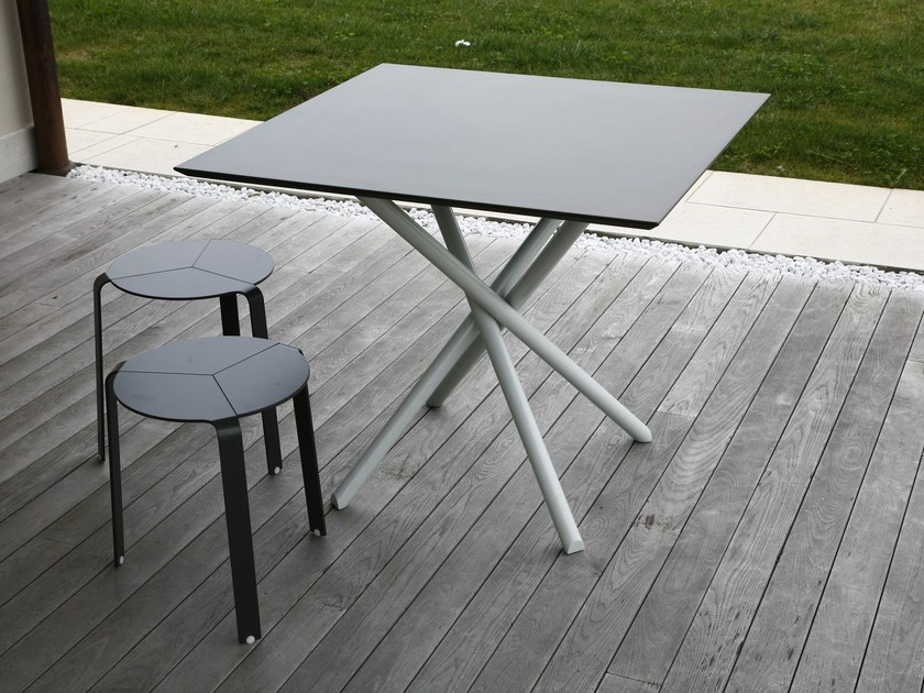 Square galvanized steel garden table FIRE | Square table by iCarraro