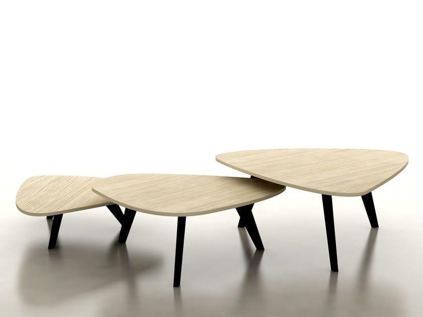 Triangular wood veneer coffee table FIX by Tuna Ofis