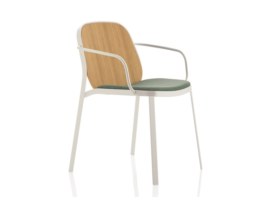 Sedia imbottita in legno con braccioli FLAP | Sedia by Emmegi
