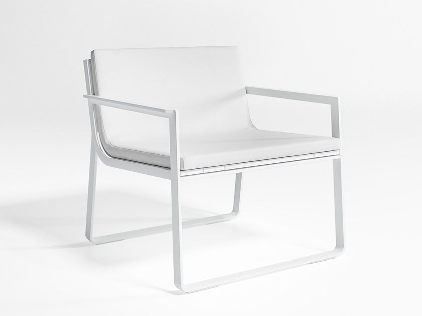 Sled base garden thermo lacquered aluminium easy chair with armrests FLAT | Easy chair by GANDIA BLASCO