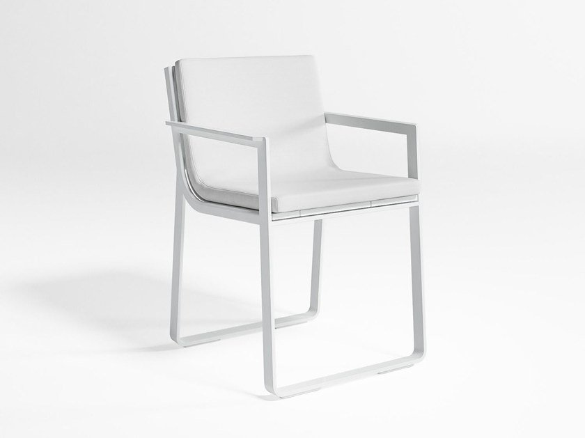 Thermo lacquered aluminium garden chair with armrests FLAT | Chair with armrests by GANDIA BLASCO