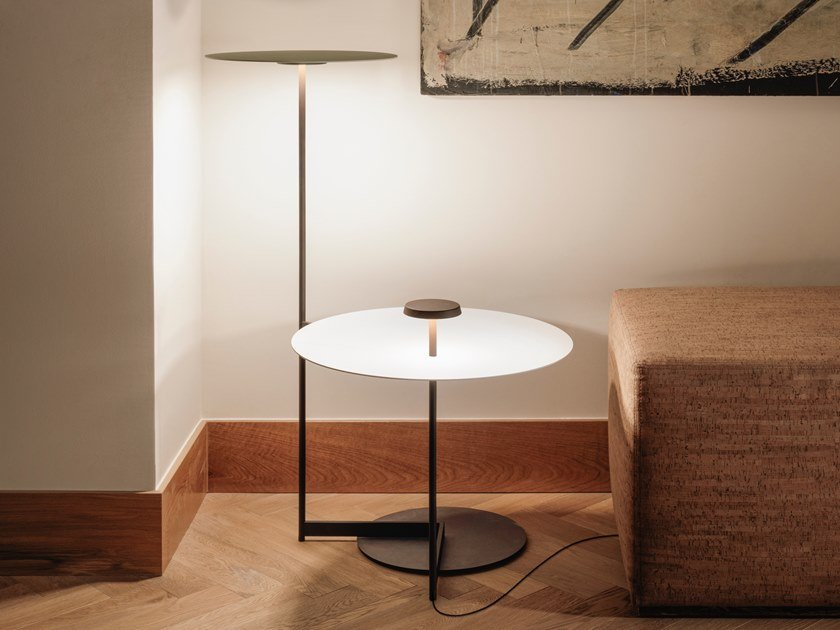 LED metal floor lamp with shelf FLAT 5945   Floor lamp with shelf by Vibia