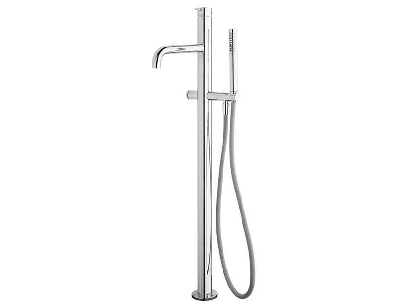 Floor standing chromed brass bathtub tap FLOW T1.33 | Bathtub tap by Water Evolution