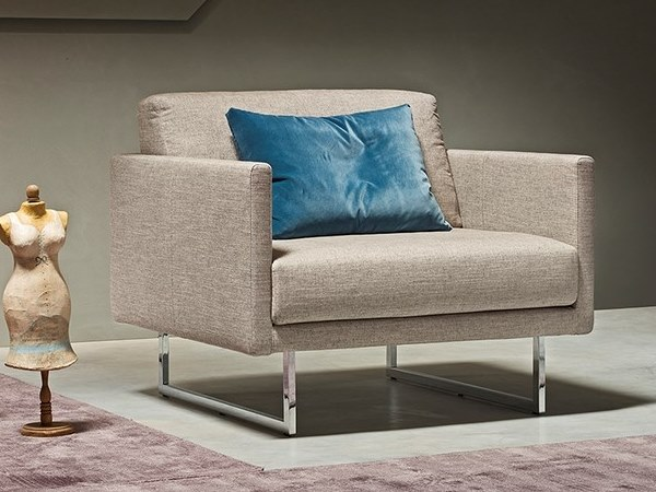 Armchair with removable cover with armrests FLY | Armchair by Metraform
