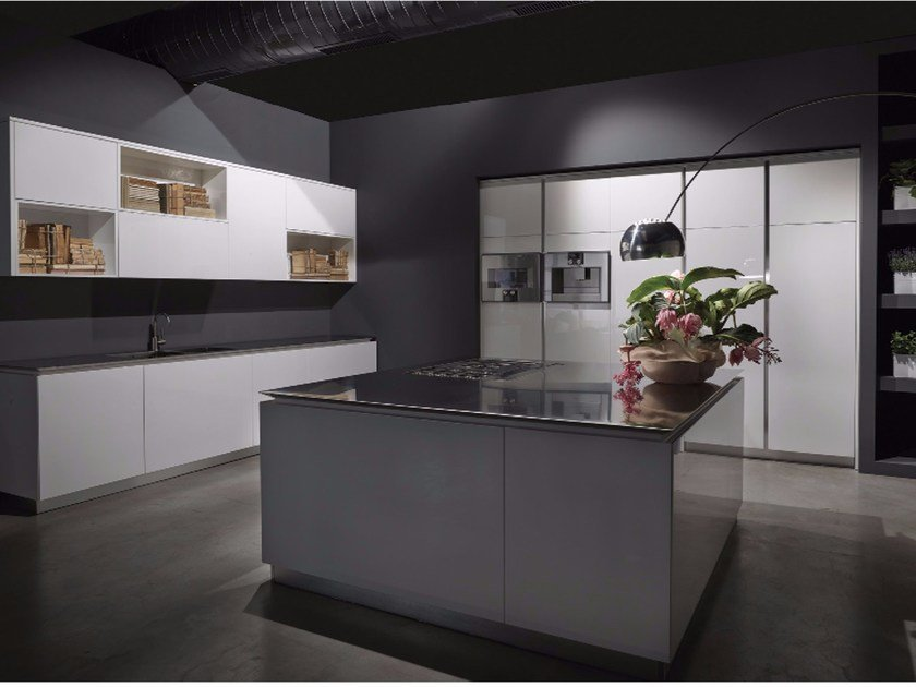 Lacquered kitchen with island FLY | Kitchen with island by RIFRA