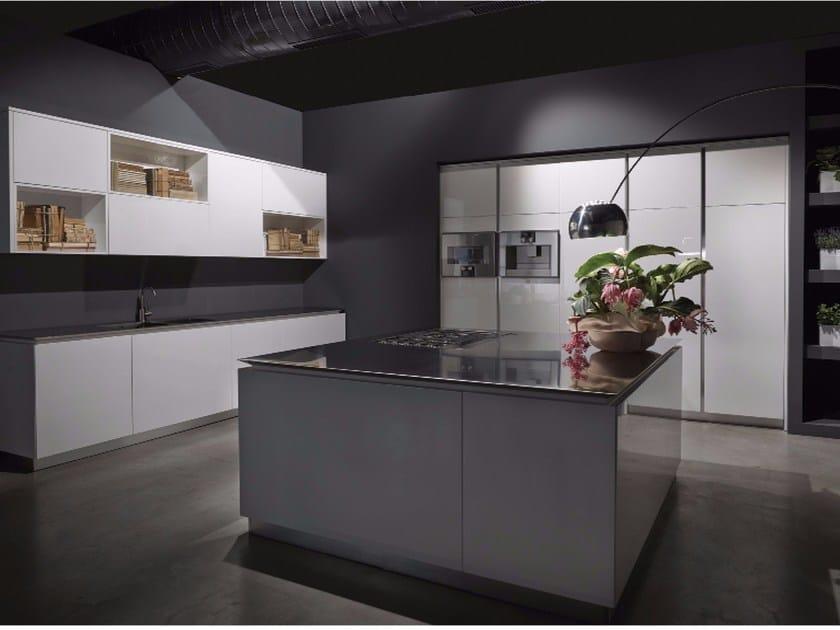 FLY | Küche mit Kücheninsel By RIFRA